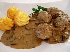 Köttbullar mit Champignon-Rahmsauce