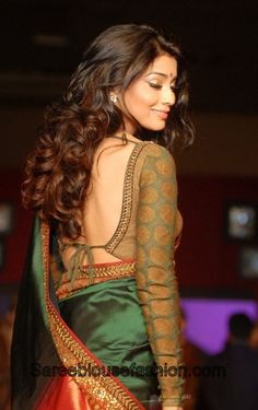 Silk sarees are indispensable to an Indian women's wardrobe. To match the grandiose of these sarees, one must carefully choose a designer blouse for an elevated look. Check out these gorgeous silk blouse designs to match different types of sarees. Blouse Back Neck Designs, Silk Saree Blouse Designs, Silk Sarees, Blouse Patterns, Indian Dresses, Indian Outfits, Indian Saris, Indian Clothes, Lehenga