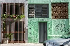 Completed in 2013 in Belo Horizonte, Brazil. Images by Izabel Diniz. The loft is located in the old garage / workshop residence built by Henricão own in the 50's, located in the Garden neighborhood in BH.  The project...