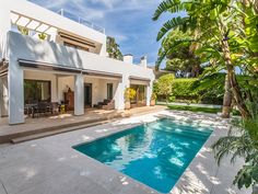 Backyard Pool Designs, Small Backyard Pools, Swimming Pools Backyard, Miami Houses, Pool Houses, House Roof Design, Modern Pools, Luxury Pools, Desert Homes