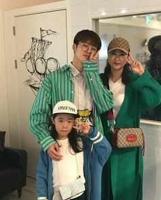 Oh my gosh Hanbin in a big shirt and glasses is so cute and look at hanbyul she's so cute♥♥♥ Kim Hanbin Ikon, Ikon Kpop, Chanwoo Ikon, Ikon Leader, Ikon Debut, Ikon Wallpaper, Innocent Person, Fandom, Couples