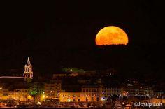 #RepostThanks!   @joseplois  Superlluna a Palamós sortin per sobre del Cap Gros i feta des de Torre Valentina amb un 400mm De moment la única foto pujada aquí feta amb rèflex. #supermoon #moon #palamos #photopills #naturapalamos #espaiterratv3 #clikcat #catalunyaexperience #street_perfection #instagood #natgeo #descobreixcatalunya #costabrava #visitpalamos #elmeupetitpais #discover_catalonia #poblescatalans #palamosonline #palamós