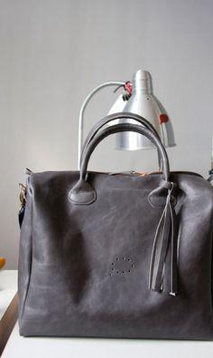 Średniej wielkości torebka kuferkowa. Do ręki. #grey_bag #grey #leather_bag #handbag