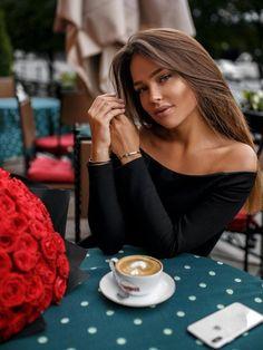 Coffee Break, Morning Coffee, Pause Café, Coffee Girl, Photography Poses, Hair Beauty, Beautiful Women, Photoshoot, Hair Styles