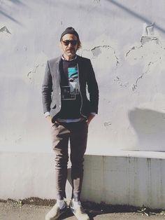 adidas by RAF SIMONSのTシャツ・カットソー「T-SHIRT IN SWEATER JERSEY WITH GREEN EYE」を使ったYosaKuginoのコーディネートです。WEARはモデル・俳優・ショップスタッフなどの着こなしをチェックできるファッションコーディネートサイトです。