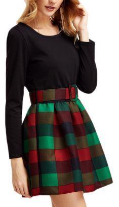 Rochie neagra cu maneca lunga, fusta in carouri