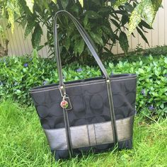 Coach bag Gorgeous authentic Coach purse. Pre-loved bag in very good condition. No stains inside or out. Firm on price. Coach Bags Shoulder Bags