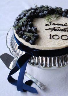 Itsenainen Suomi Tayttaa 100 Vuotta 6 12 2017 Ja Halusin Tehda Aiheeseen Sopivan Kakun Idea Koko Kakkuun Lahti Siita Etta Satui Bakery Desserts Cake