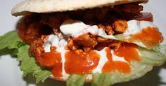 """Fabulosa receta para Kebab de Pollo. Pinchos morunos, borcheta, kebab: en pan de pita o tortilla de harina bimbo. Para poder prepáralos tendríamos que tener un asador vertical. En España son conocidos como """"donner kebab"""" o pinchos de carne adobada, también son conocidos como """"gyros"""". El principal ingrediente es la carne de pierna de cordero, pollo o ternera."""