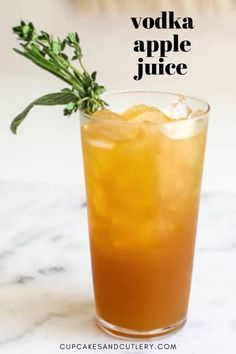 A quick and easy Vodka and Apple Juice cocktail recipe. It's refreshing and full of flavor and a simple mixed drink to make. Vodka Recipes, Alcohol Drink Recipes, Vodka Cocktails, Refreshing Cocktails, Cocktail Drinks, Cocktail Recipes, Vodka And Apple Juice, Apple Cocktails, Cocktail Cupcakes