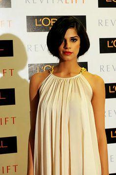 #pakistanimodels #pakistanicelebrities #fashionmodels  Fashion model Sanam Saeed