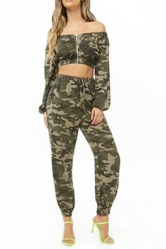 Forever 21 is the authority on fashion & the go-to retailer for the latest trends, styles & the hottest deals. Shop dresses, tops, tees, leggings & more! Camo Outfits, Crop Top Outfits, Western Outfits, Army Halloween Costumes, Halloween Outfits, Women Halloween, Camouflage Cargo Pants, Army Camouflage, Boho Fashion