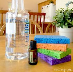 A Safer, Better-Smelling Way To Clean Your Microwave . Read comment for cheaper ways to get same good smelling result without needing essential oils. Homemade Cleaning Products, Cleaning Recipes, Natural Cleaning Products, Cleaning Hacks, Microwave Cleaning, Cleaning Supplies, Microwave Potato, Norwex Cleaning, Microwave Oven