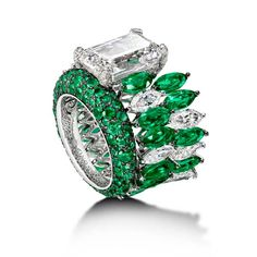 High Jewellery Ring 50722/02-001 I material 18K white gold I gemstones 1 emerald-cut white diamond (approx. 8.40cts), 22 navette-cut emeralds (approx. 8.27cts), 17 navette-cut white diamonds (approx. 5.49cts), 120 white diamonds (approx. 0.20ct), 219 emeralds (approx. 2.19cts)