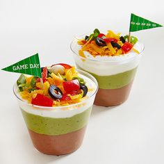 Mexican Seven-Layer Dip Dip your way to deliciousness with individual plastic tumblers of layered Mexican goodness. Aperitivos Super Bowl, Fondue, Seven Layer Dip, Party Dip Recipes, Game Day Food, Mexican Food Recipes, Cooking Recipes, Yummy Food, Favorite Recipes