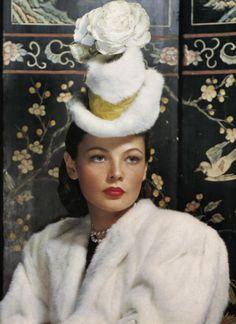 Gene Tierney pioneers the tiny hat  http://3.bp.blogspot.com/-kHSwuXDeqlI/TWc1EcgV7nI/AAAAAAAADXU/bFIhjBPatA0/s1600/gene_tierney_hat.jpg