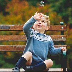 🇬🇧📷 Prince George of Cambridge 👑🇬🇧 @kensingtonroyal #princegeorge #georgeofcambridge #babygeorge #royal #royalty #royals #royalfamily #britishroyalfamily #windsor #houseofwindsor #britishmonarchy #britishroyals #britishroyalty #britishroyal #instaroyals Prince And Princess, Princess Kate, Princess Charlotte, Baby Prince, Prince Harry, Prince William Family, Prince William And Catherine, Prince Charles, Princesa Diana