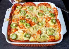 """""""Caserola cu legume"""" este o mâncare deosebită, foarte ușoară, extrem de gustoasă și arată spectaculos. Această caserolă va impresiona cu siguranță chiar și pe cel mai pretențios gurmand, este o combinație sănătoasă de legume, cu un aspect viu colorat și foarte prezentabil. Legumele sunt așezate sub formă de rulouri și scăldate în sos cremos, ușor …"""