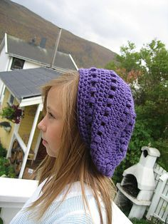 Puff stitch slouch ~ free pattern. I wish someone would make this for me, since I don't know how to crochet that well. Hint, hint!