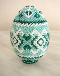 "Схема яйца ""изумрудный"" - Бисероплетение Seed Bead Crafts, Seed Bead Jewelry, Egg Crafts, Easter Crafts, Bead Loom Patterns, Beading Patterns, Crochet Toilet Roll Cover, Beaded Ornament Covers, Beaded Christmas Ornaments"