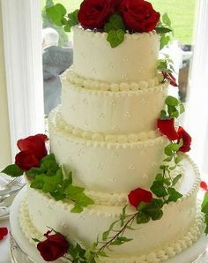 wedding cake makers in redditch simple buttercream wedding cake with fresh flowers cakes 23169
