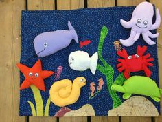 tapis de contes petit poisson blanc Couture Sewing, Baby Gear, Dinosaur Stuffed Animal, Kids Rugs, Handmade Gifts, Projects, Etsy, Laurence, Voici