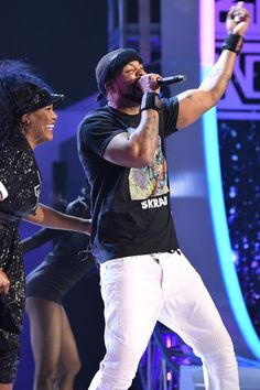 Method Man performs with SWV onstage at the 2017 Soul Train Awards, presented by BET, at the Orleans Arena on November 5, 2017 in Las Vegas, Nevada. - BET Presents: 2017 Soul Train Awards - Show