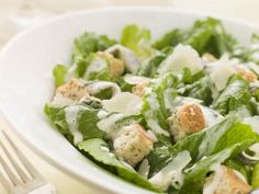 Quelle est la recette de la salade césar au poulet à moins de 400 calories ?
