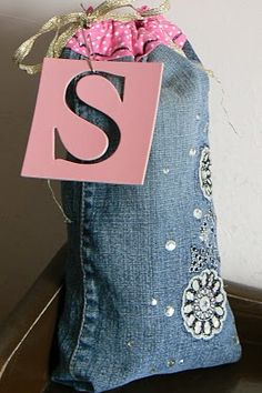 The Creative Homemaker: Tutorial-DIY, adorable gift bag made from old jean legs after making them into cutoffs