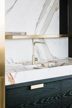 Kitchen Interior Design Integrated Marble Sink by Frederic Kielemoes Best Kitchen Designs, Modern Kitchen Design, Interior Design Kitchen, Marble Interior, Modern Sink, Modern Baths, Gold Interior, Interior Colors, Modern Interior