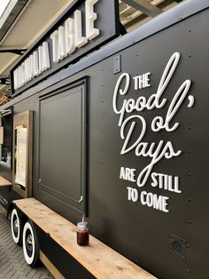 Magnolia Table Food Truck at the Silos in Waco Pizza Food Truck, Coffee Food Truck, Food Truck Menu, Food Truck Design, Food Design, Hy Citroen, Foodtrucks Ideas, Food Truck Interior, Mobile Coffee Shop