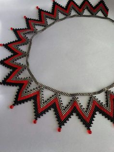 This Pin was discovered by ÖMÜ Seed Bead Necklace, Seed Bead Jewelry, Beaded Jewelry, Jewellery, Beading Projects, Beading Tutorials, Beading Patterns, Beaded Anklets, Beaded Earrings