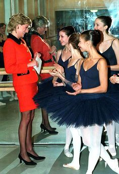 Ladydianaforever:  With ballerinas at the English National Ballet, December 1995