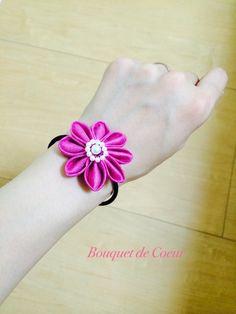 ハンドメイドフラワーアクセサリー お花モチーフのヘアゴム。色違いもあります。¥500- ヘアゴムとしてだけではなく、ブレスレットふうにも、バッグチャームふうとしても使えます(^-^)  Handmade flower accessory Hair tie can be used as bracelet and bag charm.