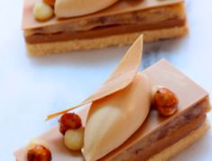 Banana-Coffee Dulcey-Tart, by Patisserie Rhubarbe - no recipe Elegant Desserts, Fancy Desserts, Beautiful Desserts, Just Desserts, Delicious Desserts, Dessert Recipes, Patisserie Fine, French Patisserie, Dessert Presentation