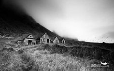 This week's Tiny House in a Landscape is of some cabins in Iceland and was photographed by David duChemin. Little Houses, Tiny Houses, Iceland Photos, House Landscape, Aesthetic Images, Eco Friendly House, Tiny Spaces, Rustic Design, Ecology