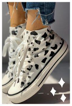 Moda Sneakers, Shoes Sneakers, High Top Sneakers, Mode Converse, Converse High, Converse Shoes, Aesthetic Shoes, Aesthetic Rings, Aesthetic Clothes