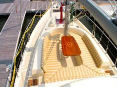 41 Island Packet SP Cruiser - Front deck lounge
