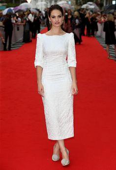 Lily James en robe blanche Ulyana Sergeenko automne-hiver 2015-2016 à la cérémonie des BAFTA à Londres, le 11 août 2015