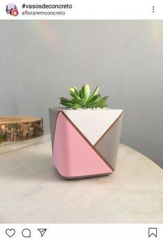 Cement Art, Concrete Crafts, Concrete Planters, Painted Plant Pots, Painted Flower Pots, Flower Pot Art, Beton Diy, Stone Crafts, Diy Flowers