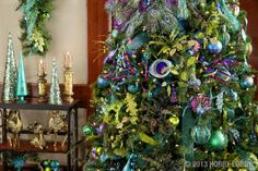 I will have a peacock Christmas tree next year! Once everything goes on sale after Christmas this year!!