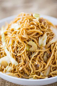 Panda Express Chow Mein CopyCat Recipe Ingredients 2 packages of dry Yakisoba Noodles (cooked without spice packets and drained) 3 tablespoons oil yellow onion , sliced 8 oz cabbage , sliced 2 oz. Panda Express Mushroom Chicken, Panda Express Chow Mein, Chinese Chow Mein, Panda Express Recipes, Asian Cooking, Mets, Restaurant Recipes, Copycat Recipes, Sauces