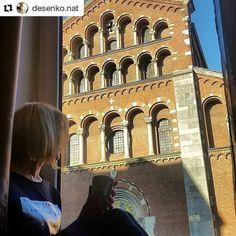 E #lunedì: si ricomincia! Per fortuna a #Milano è spuntato qualche raggio di #sole: la giornata giusta per un bel giro tra le meraviglie della città! La Basilica di SantAgostino ad esempio sembra ancora più bella e maestosa quando viene baciata dal sole. Indossa guanti sciarpa e cappello e scopri le bellezze di Milano in queste soleggiate giornate invernali! Grazie a @desenko.nat per la bella foto scattata direttamente dalla finestra del nostro @bestwesternhotelmadison #bestwestern…