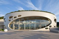 Modern Round Home by Ciel Rouge