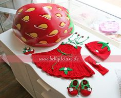 Newborn photoshooting accessories with strawberry belly bowl