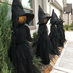 Children's Day Decor: 60 Ideas to Make an Incredible Celebration - Home Fashion Trend Halloween Lawn, Halloween Outside, Outdoor Halloween, Halloween Projects, Holidays Halloween, Happy Halloween, Halloween Witch Decorations, Halloween Party Decor, Grandin Road