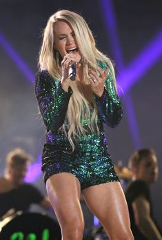 Carrie underwood upskirt on american idol