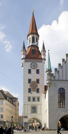 Munich Germany, Bavaria Germany, Places Around The World, Travel Around The World, Wonderful Places, Beautiful Places, Grand Parc, Town Hall, Kirchen
