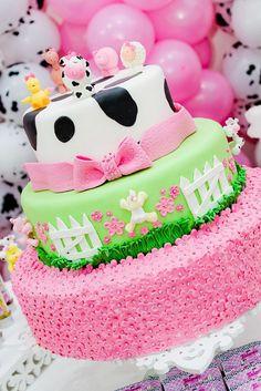 Fazendinha Rosa da Priscila Mancini by Rafa Pereira, via Flickr Barnyard Cake, Farm Cake, Cow Birthday Parties, Girl Birthday Themes, Farm Animal Birthday, Farm Birthday, Fall 1st Birthdays, First Birthday Pictures, Cowgirl Party