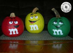 M&M'S pumpkins make festive Halloween decorations. Show me your photos of how M&M'S make your Halloween decorating better. – Ms. Brown